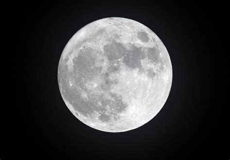 Moon Lost Its Magnetic Field After Its Internal Dynamo