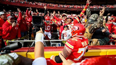 Tyreek Hill of Kansas City Chiefs flagged for operating TV